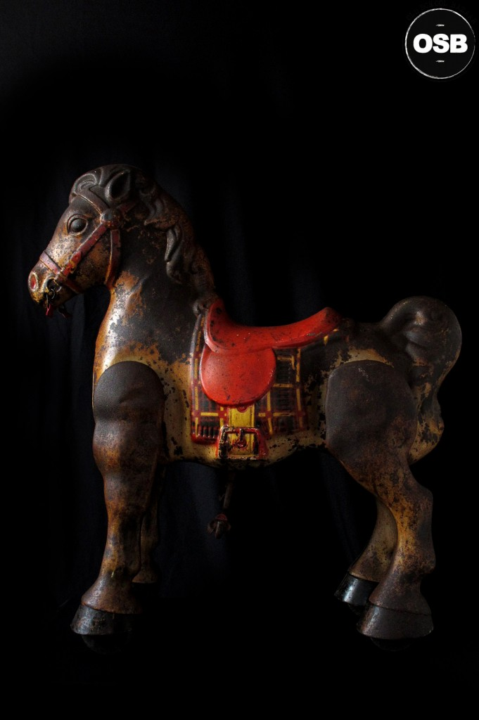 CHEVAL TROTTEUR ANCIEN MODO MADE IN ENGLAND DECORATION VINTAGE LOFT INDUSTRIEL JOUET ANCIEN PATINE DU TEMPS DECORATION OLD SCHOOL BAZAAR 1