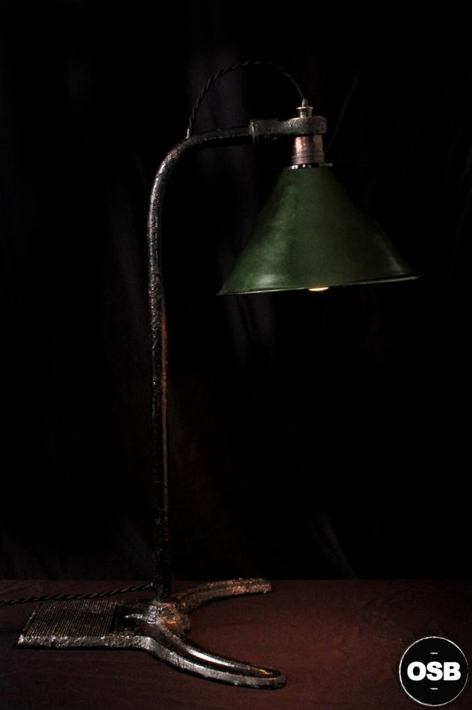 LAMPE ANCIENNE ATELIER OBJET DE METIER DECORATION INDUSTRIELLE LUMINAIRE ANCIEN INDUS DECORATION VINTAGE OLD SCHOOL BAZAAR 1