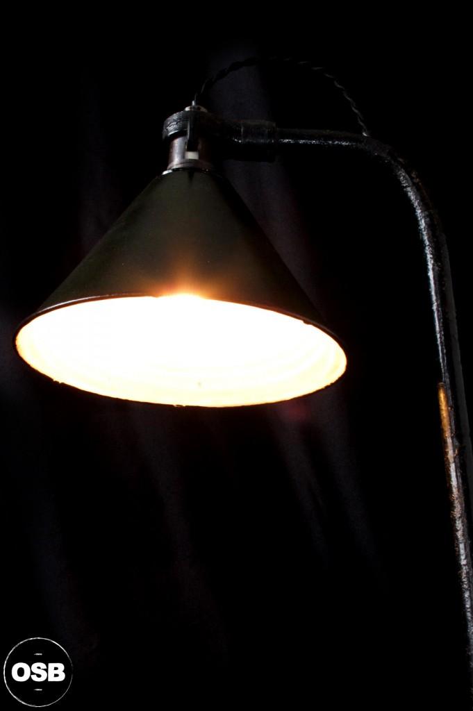 LAMPE ANCIENNE ATELIER OBJET DE METIER DECORATION INDUSTRIELLE LUMINAIRE ANCIEN INDUS DECORATION VINTAGE OLD SCHOOL BAZAAR 4