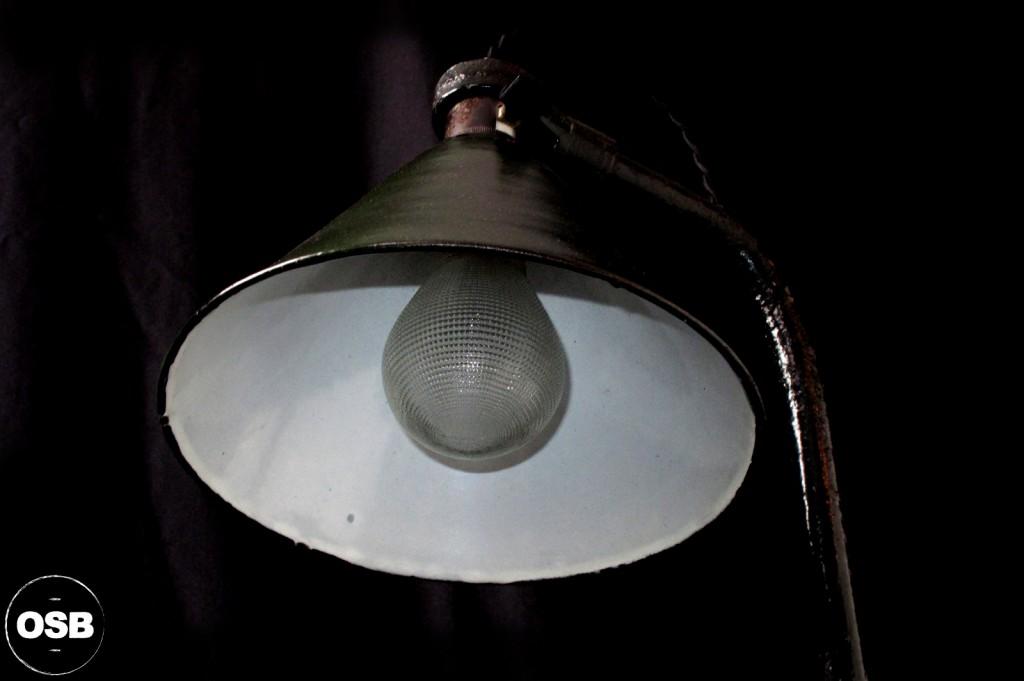 LAMPE ANCIENNE ATELIER OBJET DE METIER DECORATION INDUSTRIELLE LUMINAIRE ANCIEN INDUS DECORATION VINTAGE OLD SCHOOL BAZAAR 9