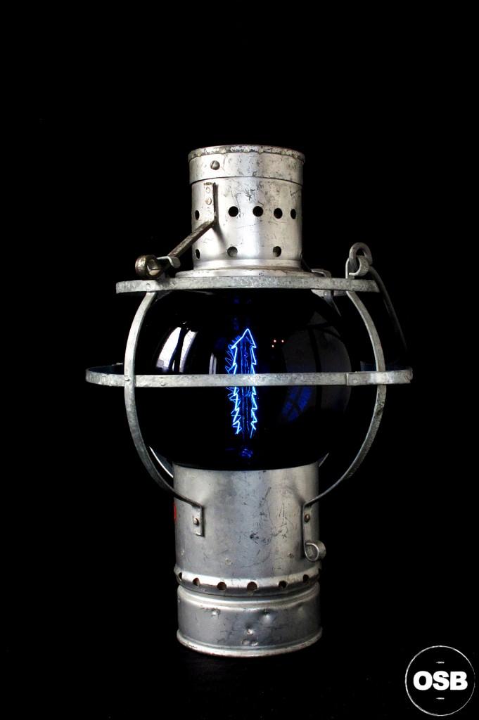 LAMPE LANTERNE COURSIVE BATEAU ANCIEN VERRE BLEU ELECTRIFIEE DECORATION MARINE ANCIEN LUMINAIRE OLD SCHOOL BAZAAR 3