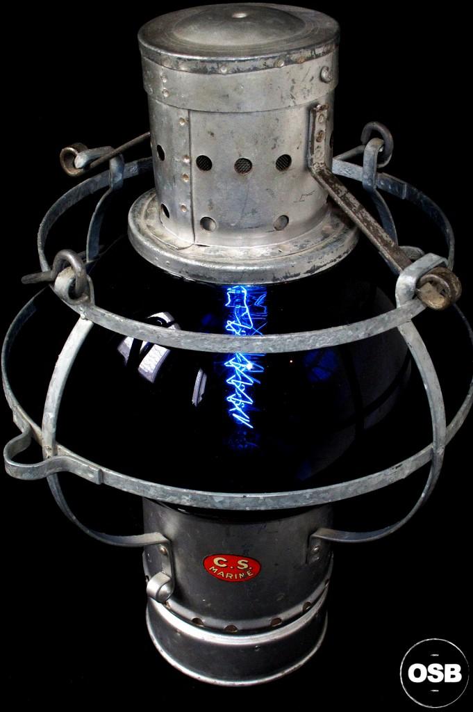 LAMPE LANTERNE COURSIVE BATEAU ANCIEN VERRE BLEU ELECTRIFIEE DECORATION MARINE ANCIEN LUMINAIRE OLD SCHOOL BAZAAR 4