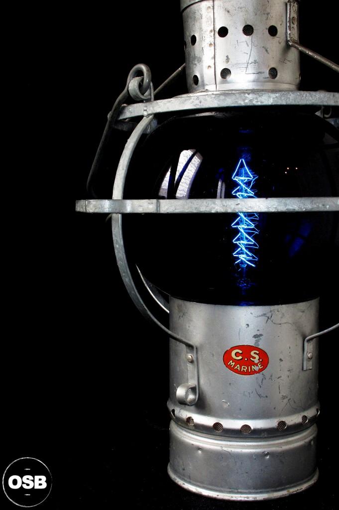 LAMPE LANTERNE COURSIVE BATEAU ANCIEN VERRE BLEU ELECTRIFIEE DECORATION MARINE ANCIEN LUMINAIRE OLD SCHOOL BAZAAR 5
