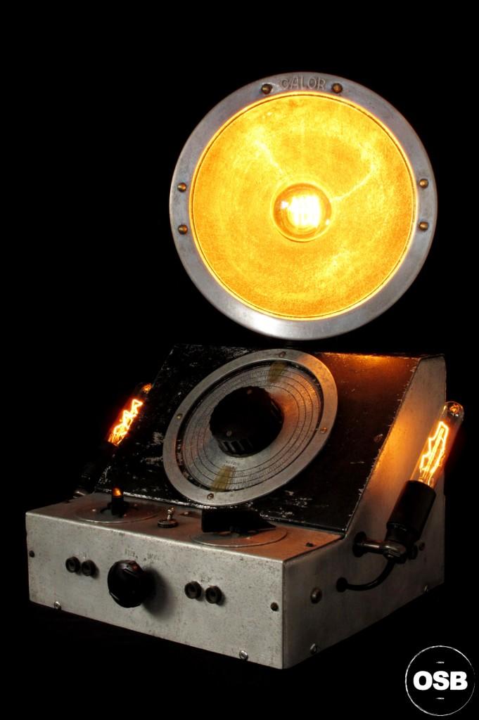 LAMPE TRACTOR LAMPE STREAMPUNK INDUSTRIEL ATELIER LUMINAIRE CREATION TRACTOR OLD SCHOOL BAZAAR 2