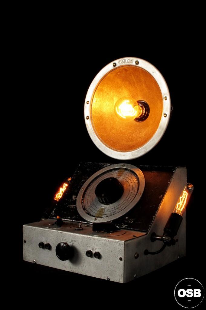 LAMPE TRACTOR LAMPE STREAMPUNK INDUSTRIEL ATELIER LUMINAIRE CREATION TRACTOR OLD SCHOOL BAZAAR 5