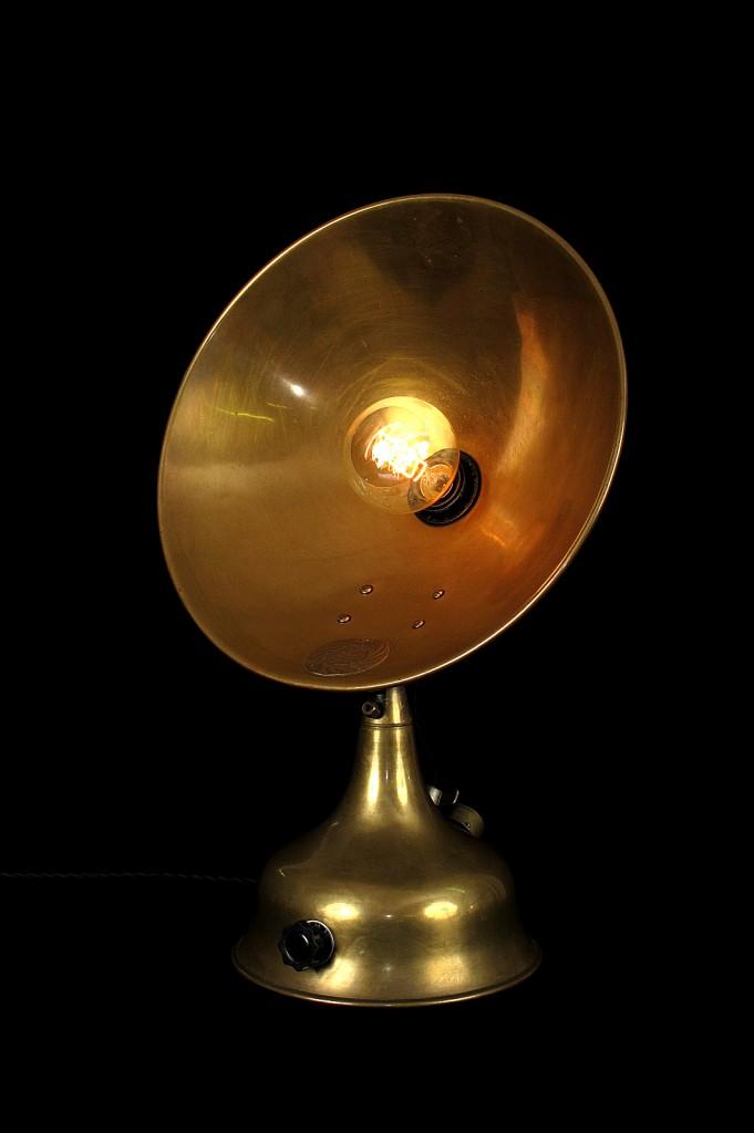 LAMPE TRACTOR CREATION MODIFICATION LUMINAIRE LAMPE ANCIENNE DECORATION STEAMPUNK ETRANGE OLD SCHOOL BAZAAR 2