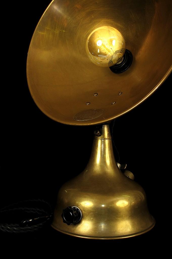 LAMPE TRACTOR CREATION MODIFICATION LUMINAIRE LAMPE ANCIENNE DECORATION STEAMPUNK ETRANGE OLD SCHOOL BAZAAR 8
