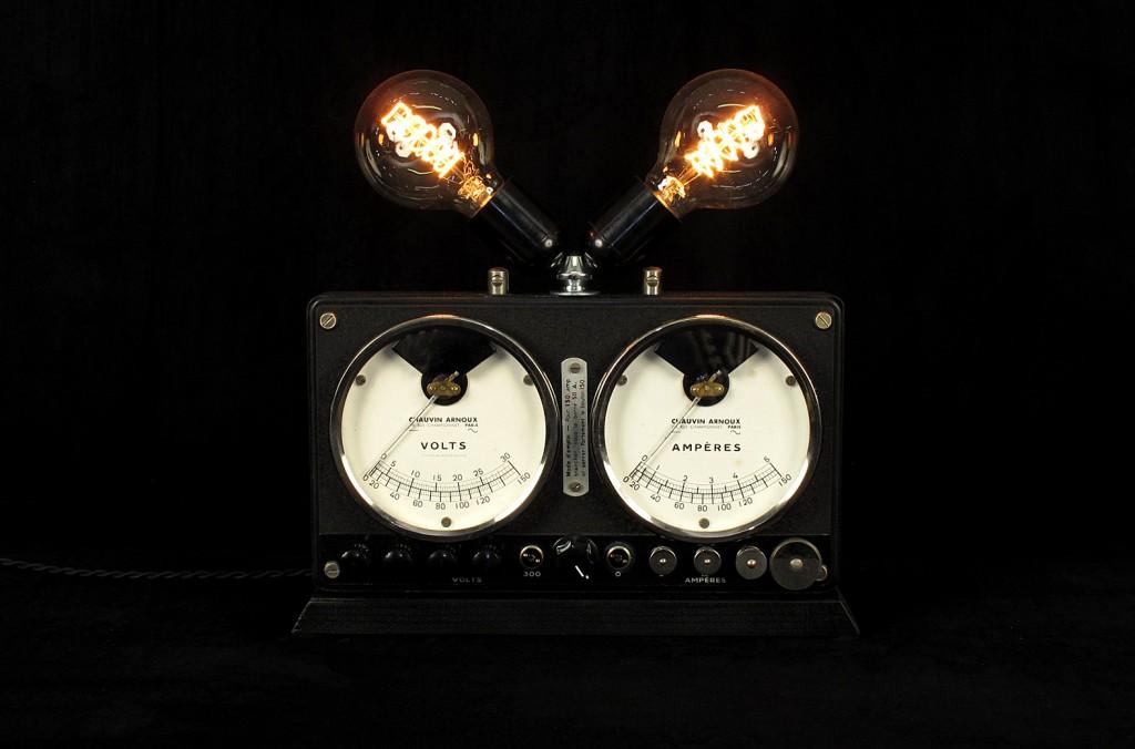 LAMPE TRACTOR CREATION LUMINAIRE OLD SCHOOL BAZAAR DECORATION ETRANGE AMPOULE TYPE EDISON VARIATEUR INTEGRE ESPRIT STEAMPUNK 1