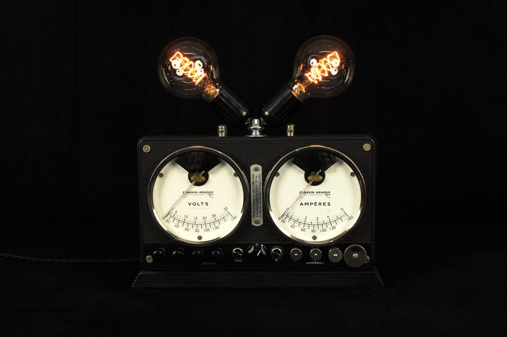 LAMPE TRACTOR CREATION LUMINAIRE OLD SCHOOL BAZAAR DECORATION ETRANGE AMPOULE TYPE EDISON VARIATEUR INTEGRE ESPRIT STEAMPUNK 2