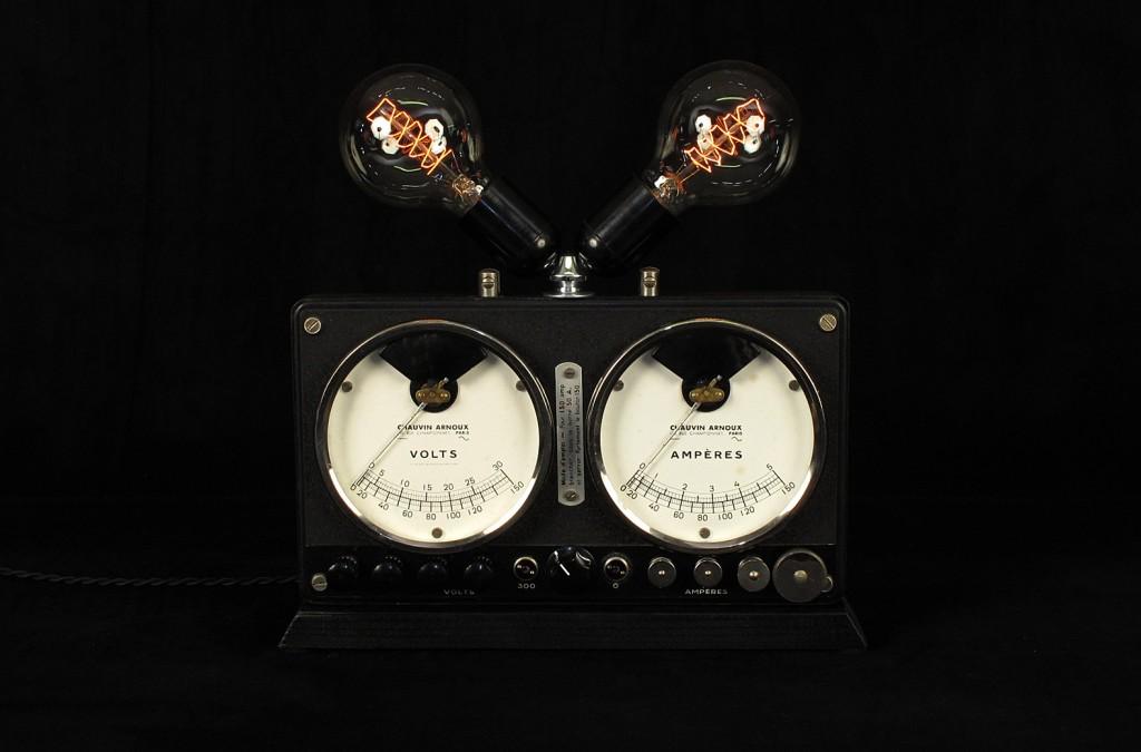 LAMPE TRACTOR CREATION LUMINAIRE OLD SCHOOL BAZAAR DECORATION ETRANGE AMPOULE TYPE EDISON VARIATEUR INTEGRE ESPRIT STEAMPUNK 3