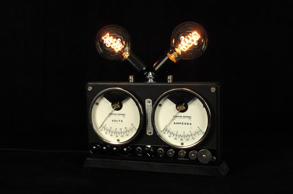 LAMPE TRACTOR CREATION LUMINAIRE OLD SCHOOL BAZAAR DECORATION ETRANGE AMPOULE TYPE EDISON VARIATEUR INTEGRE ESPRIT STEAMPUNK 4