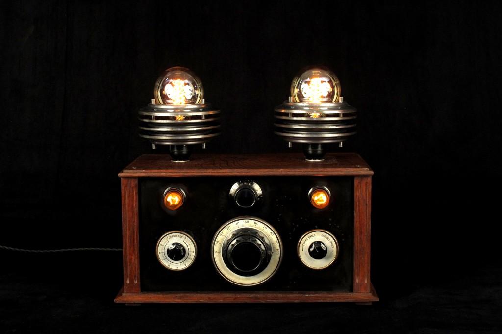 LAMPE TRACTOR CREATION LUMINAIRE LAMPE UNIQUE ESPRIT STEAMPUNK ANTIQUITES DECALEES OLD SCHOOL BAZAAR 1
