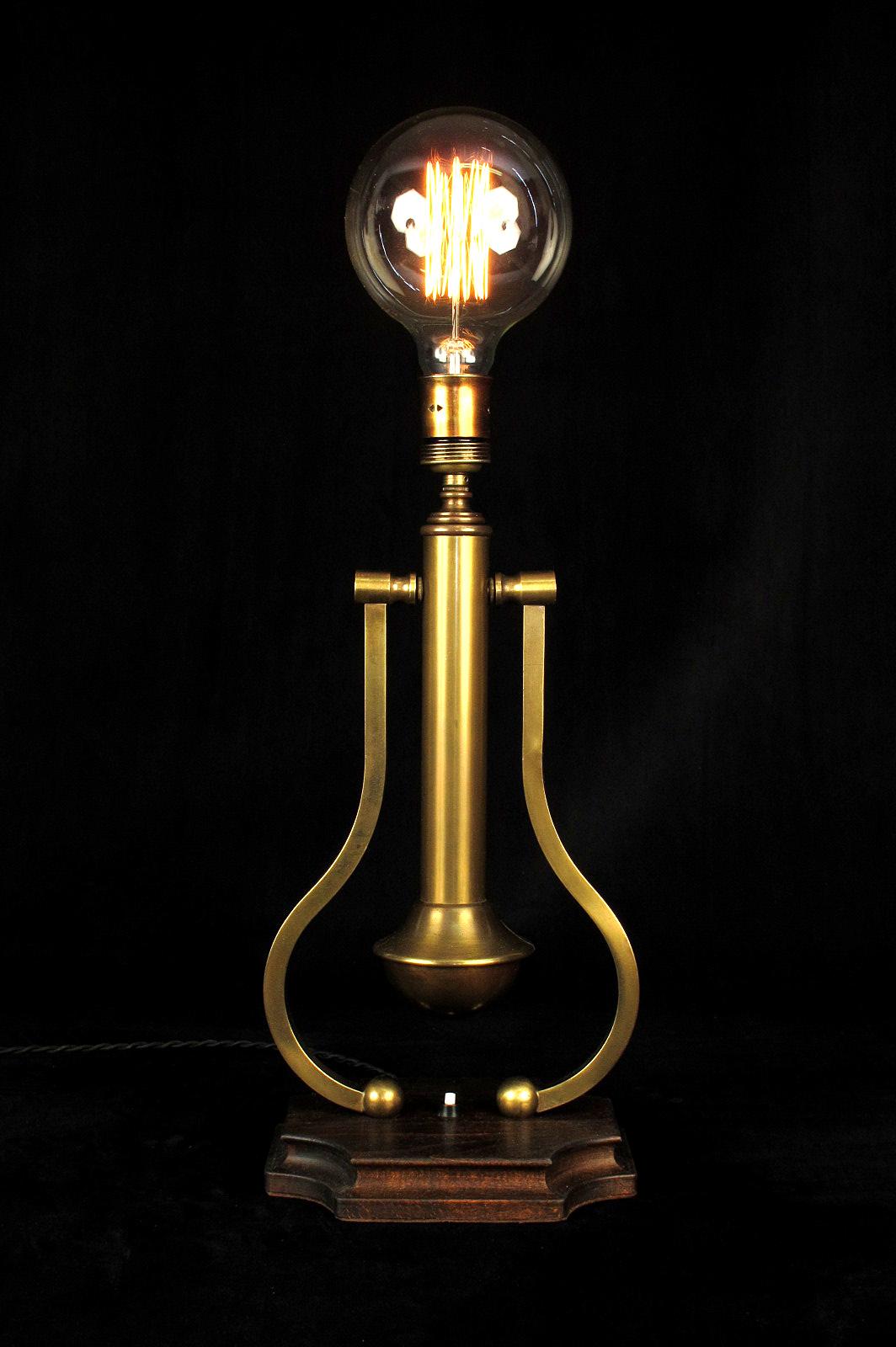 ancienne lampe de bureau pour bateau old school bazaar. Black Bedroom Furniture Sets. Home Design Ideas