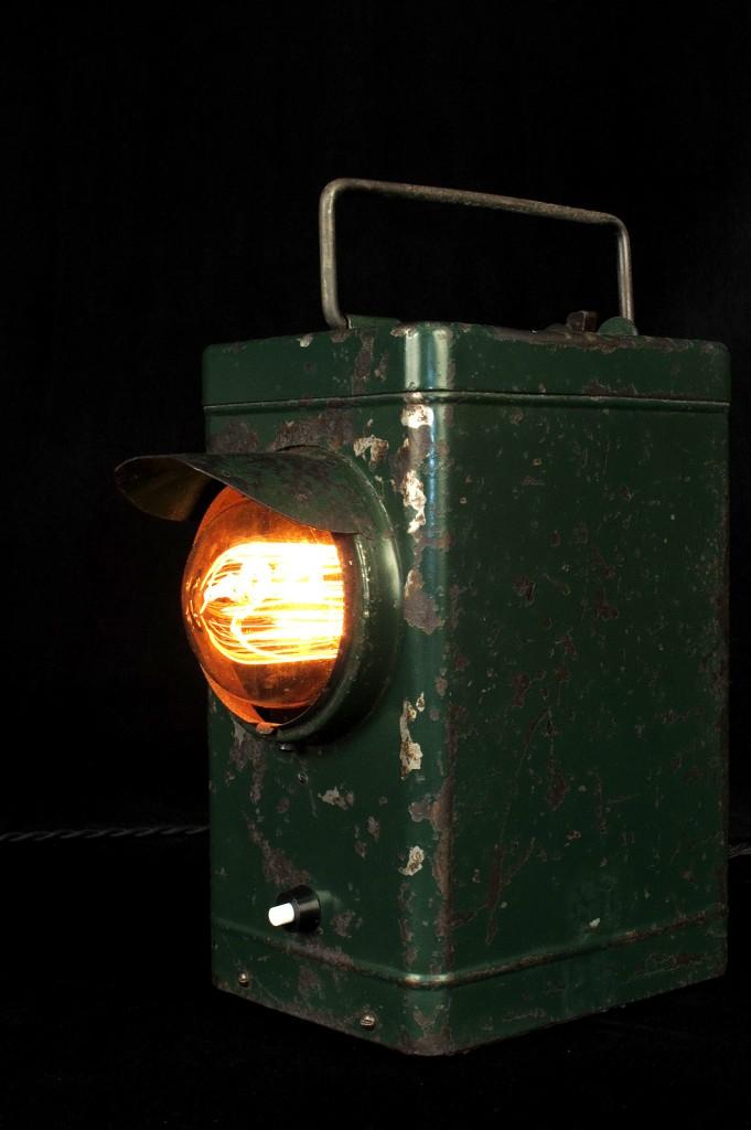 LAMPE ANCIENNE LAMPE PORTABLE ELECTRIFIEE LUMINAIRE ANCIEN PATINE DU TEMPS DECORATIPON LOFT INDUSTRIEL VINTAGE OLD SCHOOL BAZAAR 1