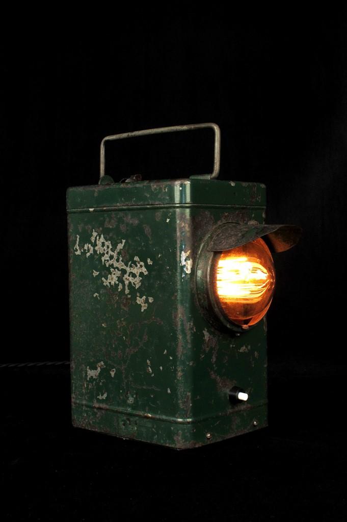 LAMPE ANCIENNE LAMPE PORTABLE ELECTRIFIEE LUMINAIRE ANCIEN PATINE DU TEMPS DECORATIPON LOFT INDUSTRIEL VINTAGE OLD SCHOOL BAZAAR 2