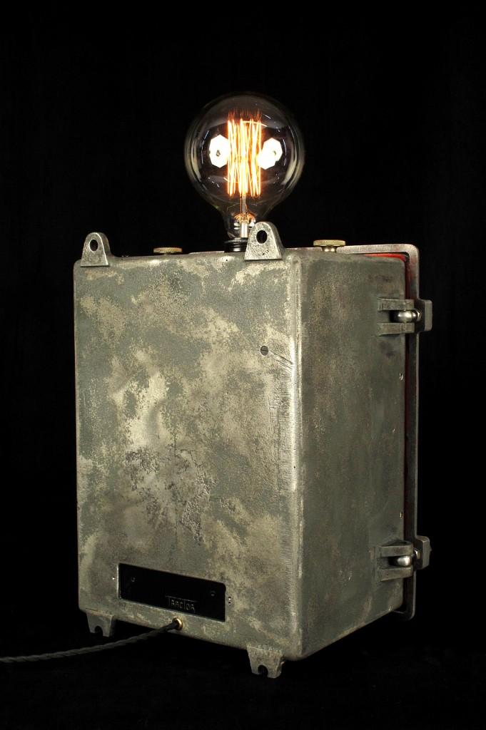 LAMPE TRACTOR CREATION LUMINAIRE ESPRIT STEAMPUNK INDUSTRIEL DECORATION LOFT CABINET CURIOSITES LUMINAIRE LAMPE ANCIEN PIECE UNIQUE OLD SCHOOL BAZAAR 10