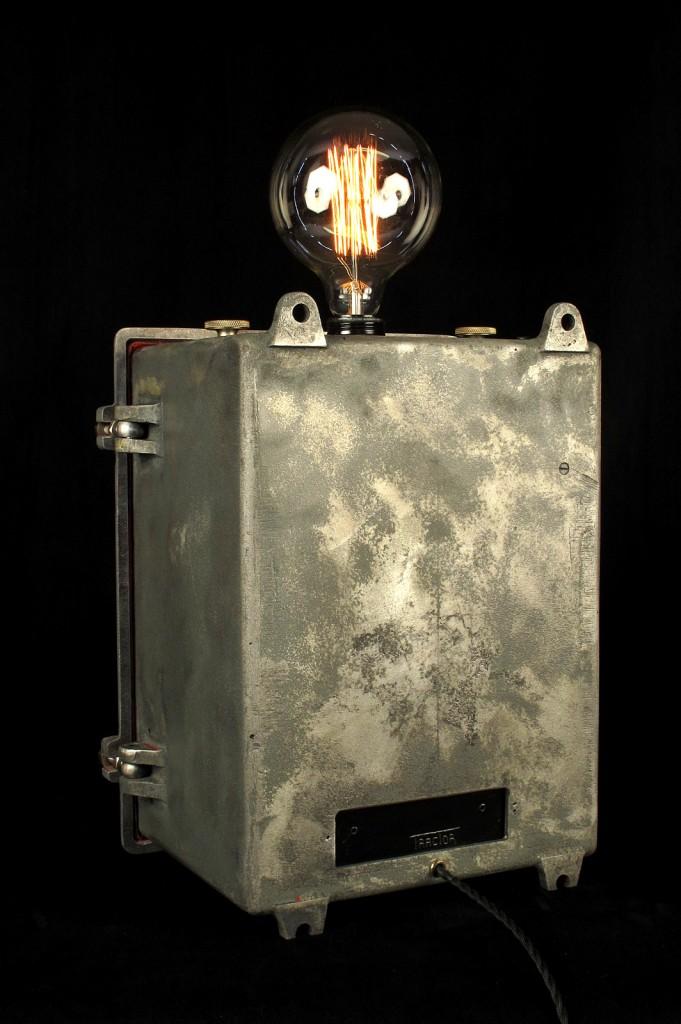 LAMPE TRACTOR CREATION LUMINAIRE ESPRIT STEAMPUNK INDUSTRIEL DECORATION LOFT CABINET CURIOSITES LUMINAIRE LAMPE ANCIEN PIECE UNIQUE OLD SCHOOL BAZAAR 11