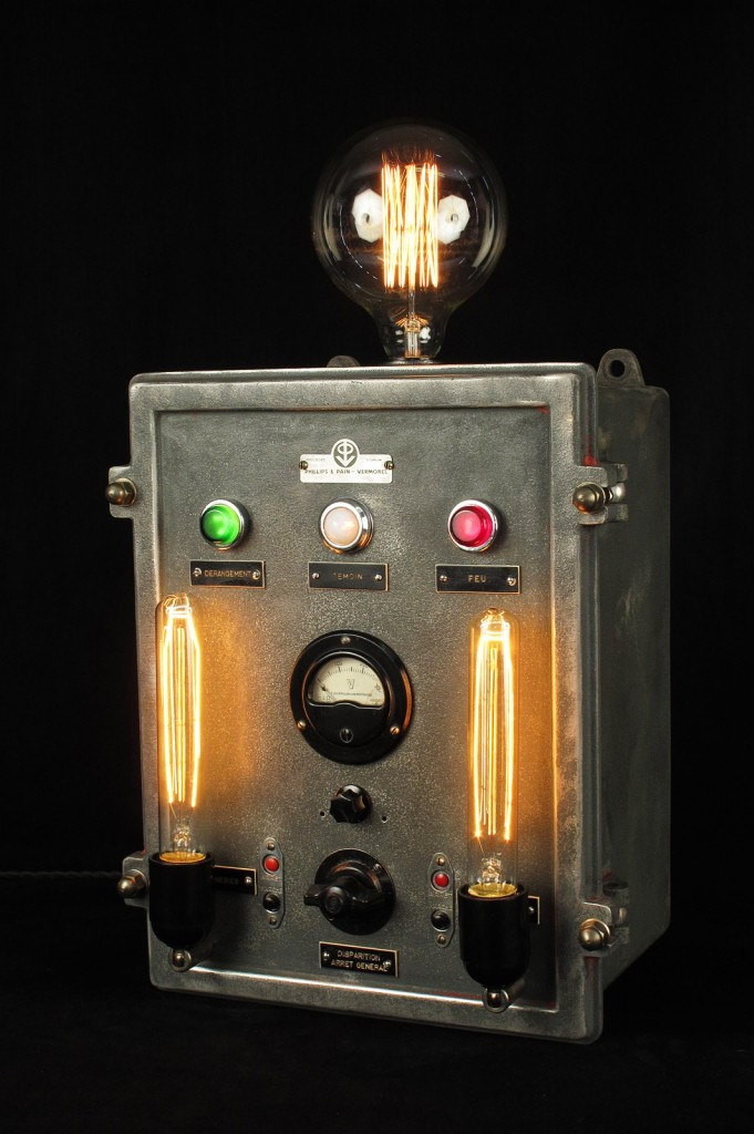 LAMPE TRACTOR CREATION LUMINAIRE ESPRIT STEAMPUNK INDUSTRIEL DECORATION LOFT CABINET CURIOSITES LUMINAIRE LAMPE ANCIEN PIECE UNIQUE OLD SCHOOL BAZAAR 4