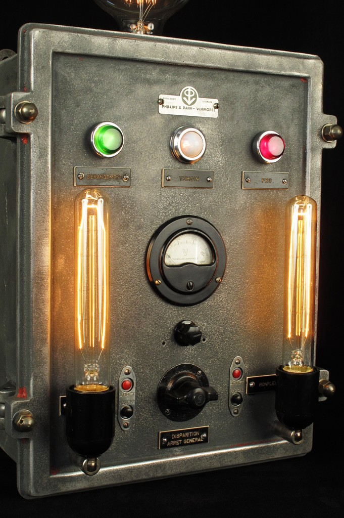 LAMPE TRACTOR CREATION LUMINAIRE ESPRIT STEAMPUNK INDUSTRIEL DECORATION LOFT CABINET CURIOSITES LUMINAIRE LAMPE ANCIEN PIECE UNIQUE OLD SCHOOL BAZAAR 9