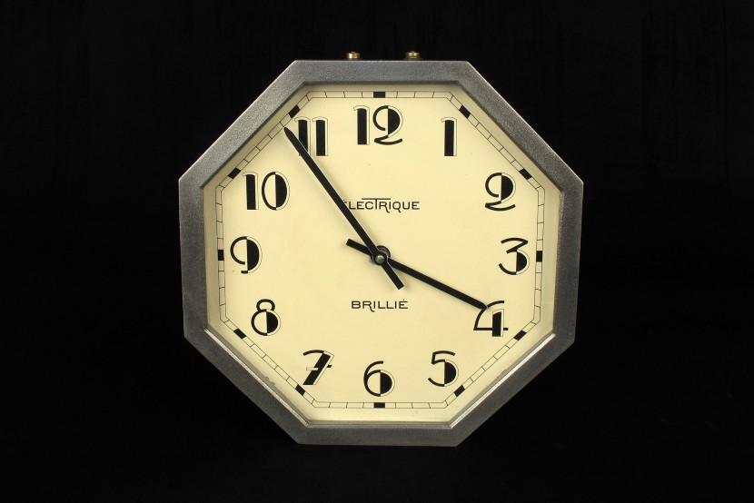 ancienne horloge industrielle brill octogonale 1 old school bazaar. Black Bedroom Furniture Sets. Home Design Ideas