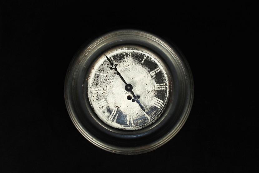 ancienne horloge en t le superbe patine old school bazaar. Black Bedroom Furniture Sets. Home Design Ideas