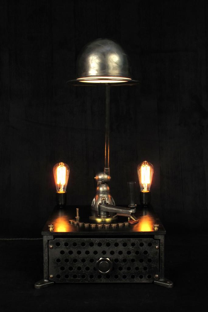 lampe-tractor-creation-luminaire-unique-original-decoration-loft-esprit-industriel-old-school-bazaar-1