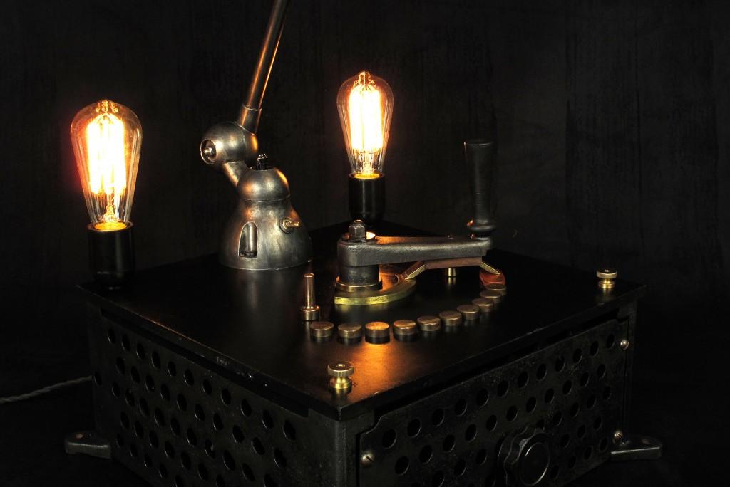 lampe-tractor-creation-luminaire-unique-original-decoration-loft-esprit-industriel-old-school-bazaar-10
