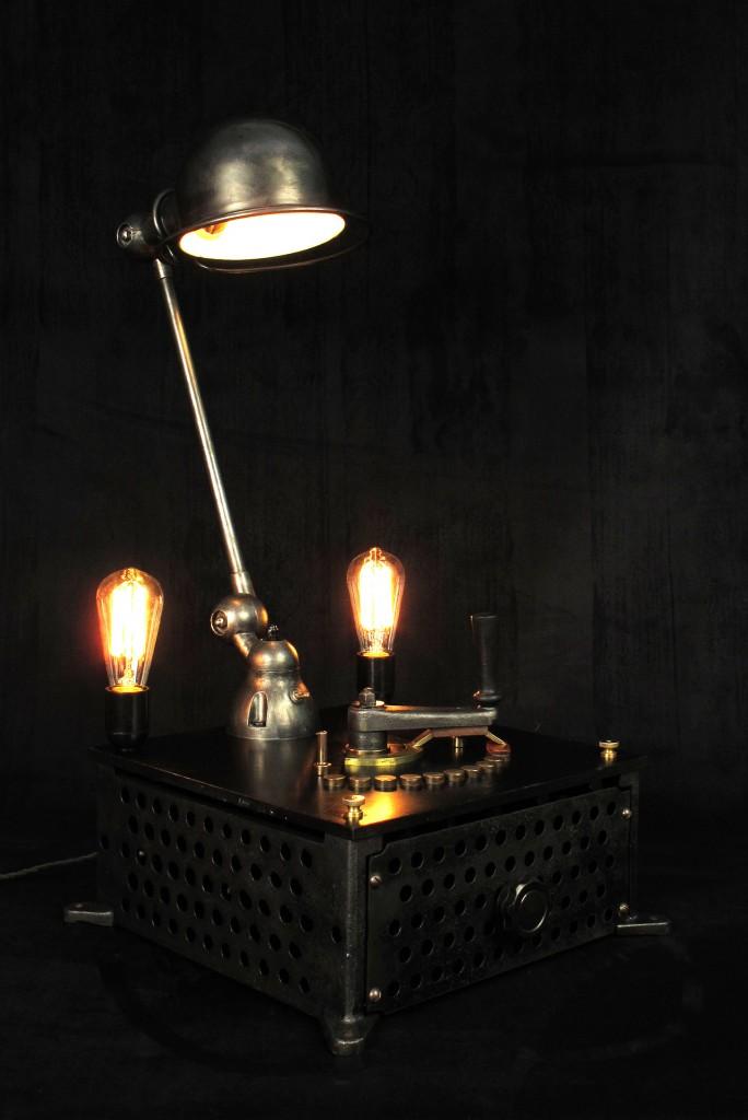 lampe-tractor-creation-luminaire-unique-original-decoration-loft-esprit-industriel-old-school-bazaar-11
