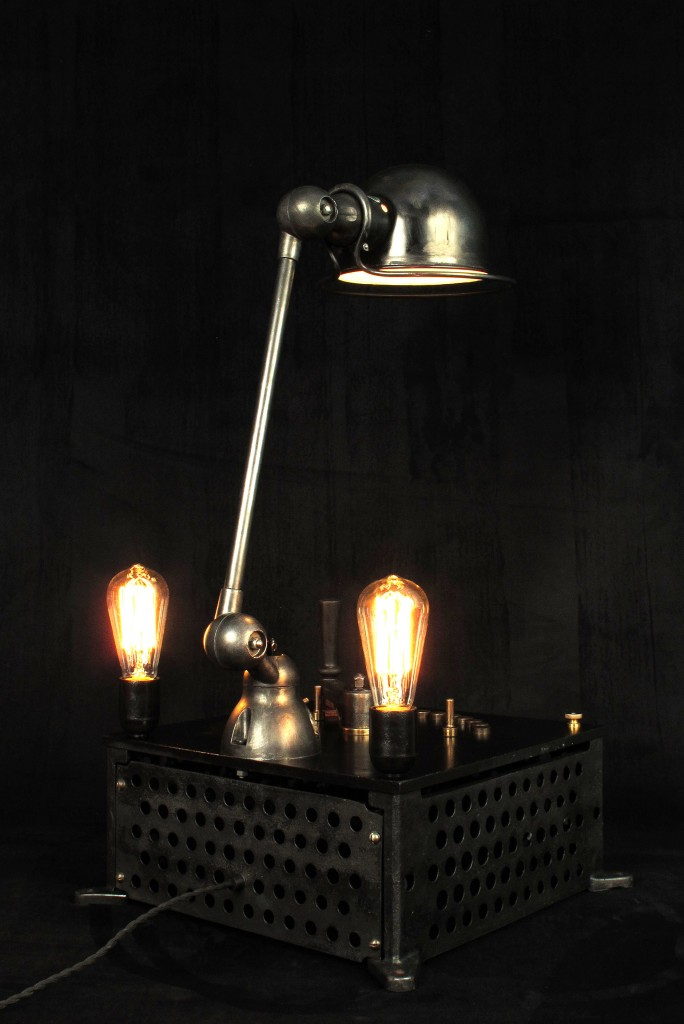 lampe-tractor-creation-luminaire-unique-original-decoration-loft-esprit-industriel-old-school-bazaar-12