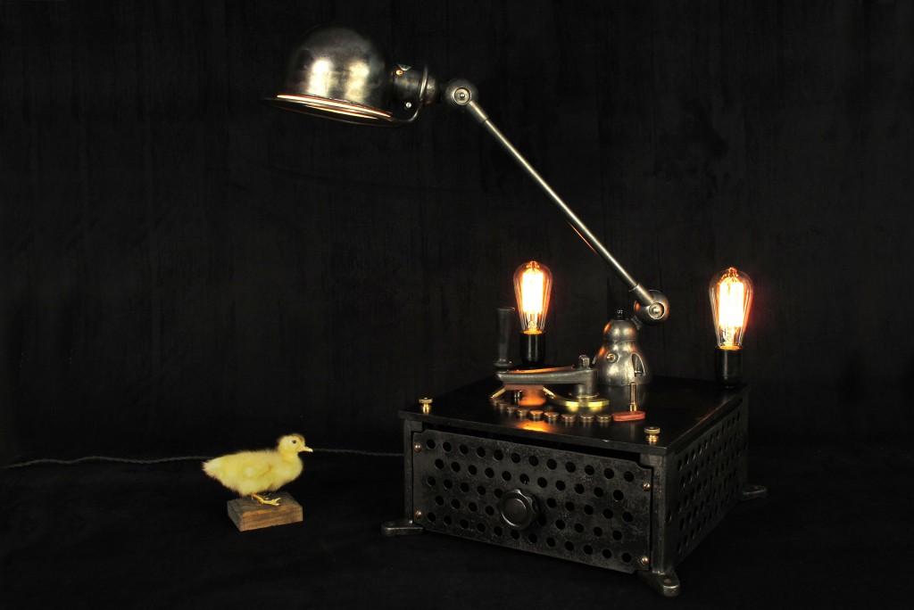 lampe-tractor-creation-luminaire-unique-original-decoration-loft-esprit-industriel-old-school-bazaar-13