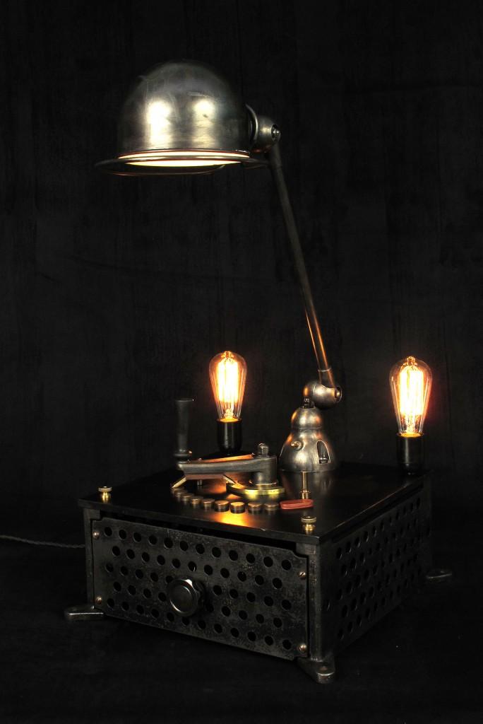 lampe-tractor-creation-luminaire-unique-original-decoration-loft-esprit-industriel-old-school-bazaar-3