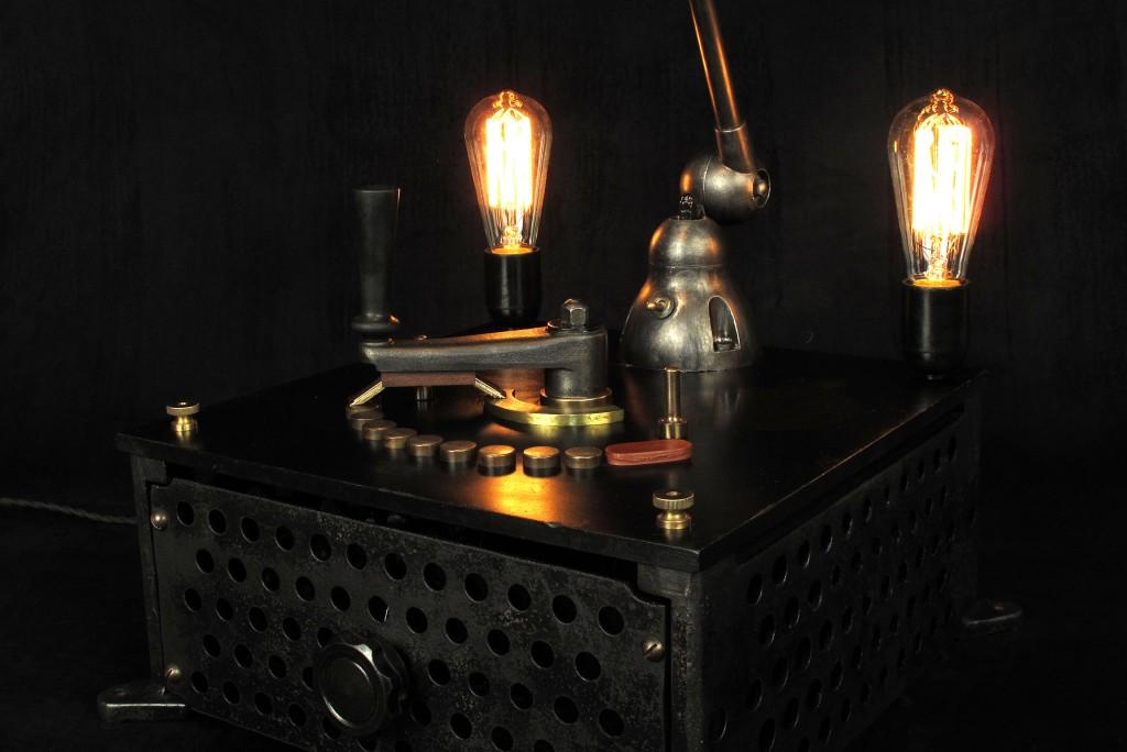 lampe-tractor-creation-luminaire-unique-original-decoration-loft-esprit-industriel-old-school-bazaar-4