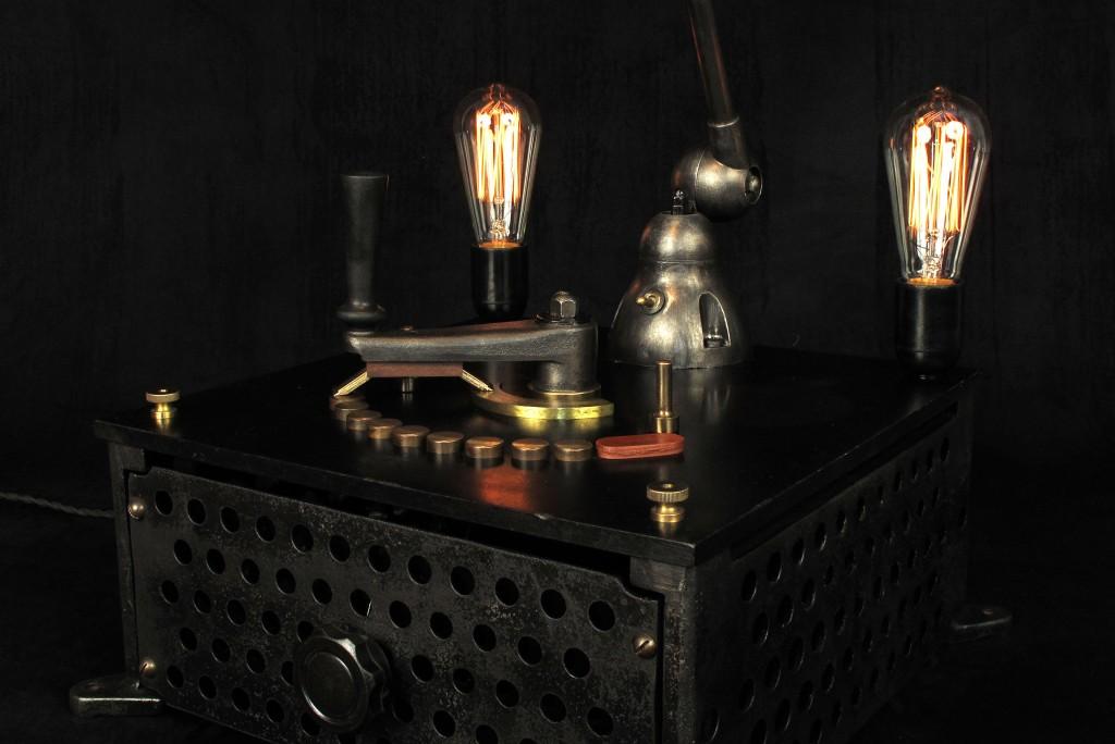 lampe-tractor-creation-luminaire-unique-original-decoration-loft-esprit-industriel-old-school-bazaar-5