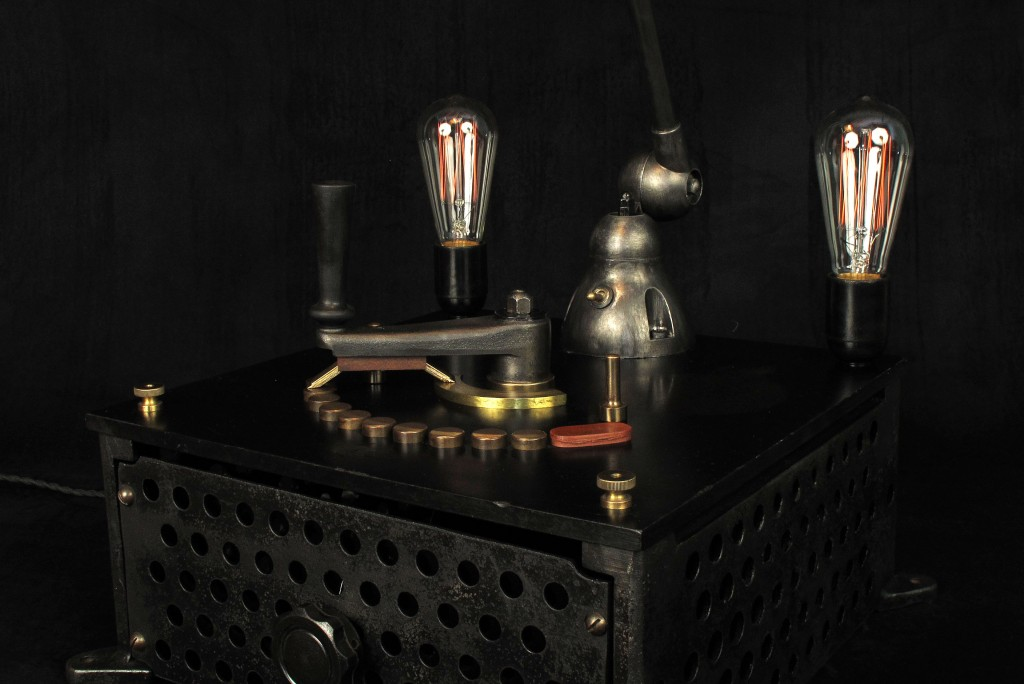 lampe-tractor-creation-luminaire-unique-original-decoration-loft-esprit-industriel-old-school-bazaar-6