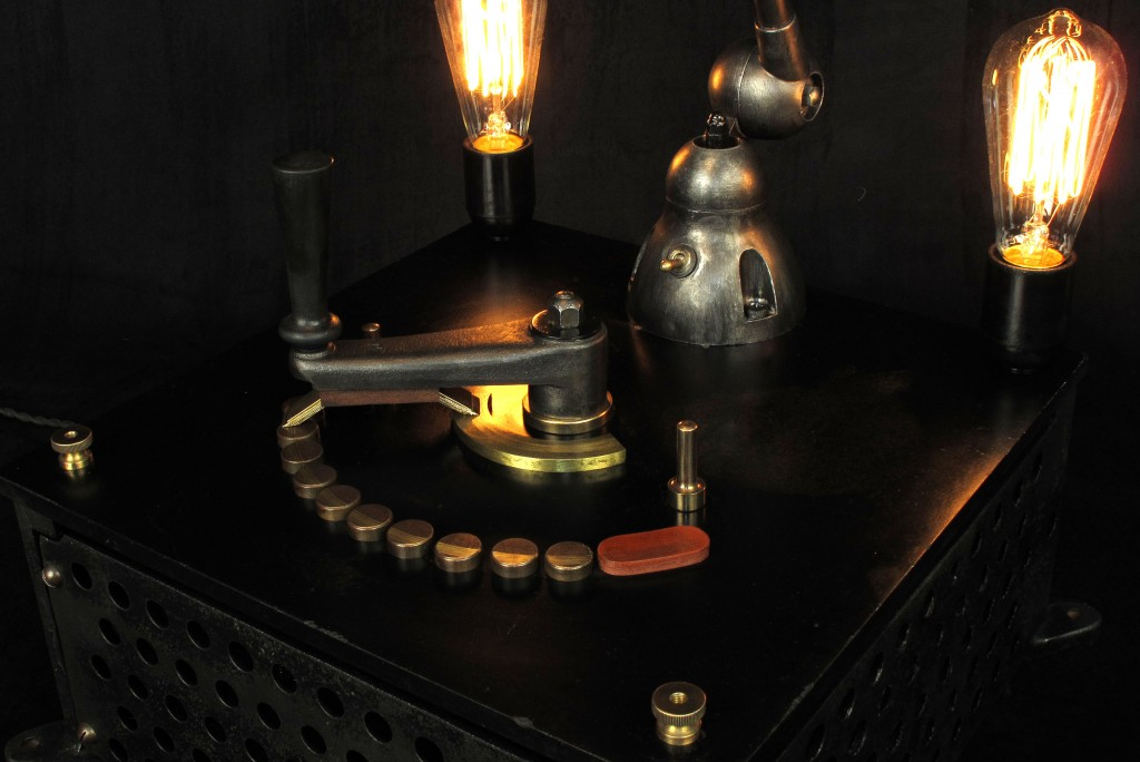 lampe-tractor-creation-luminaire-unique-original-decoration-loft-esprit-industriel-old-school-bazaar-7