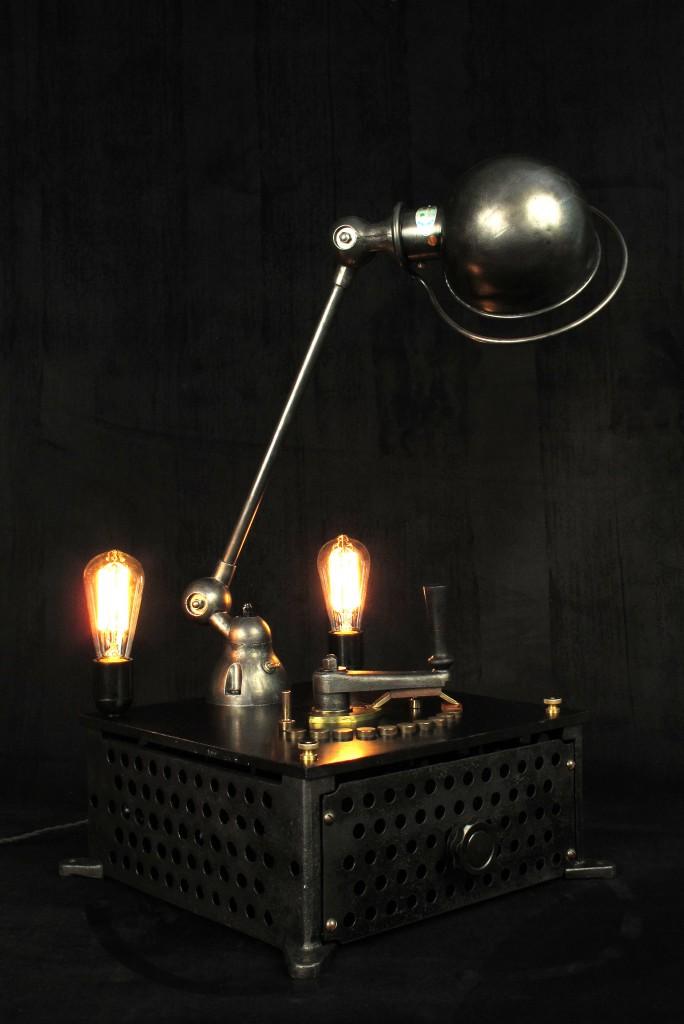 lampe-tractor-creation-luminaire-unique-original-decoration-loft-esprit-industriel-old-school-bazaar-8