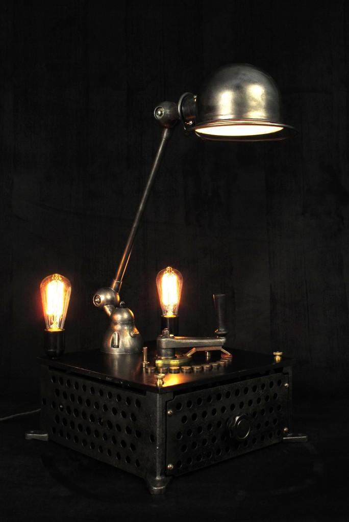 lampe-tractor-creation-luminaire-unique-original-decoration-loft-esprit-industriel-old-school-bazaar-9