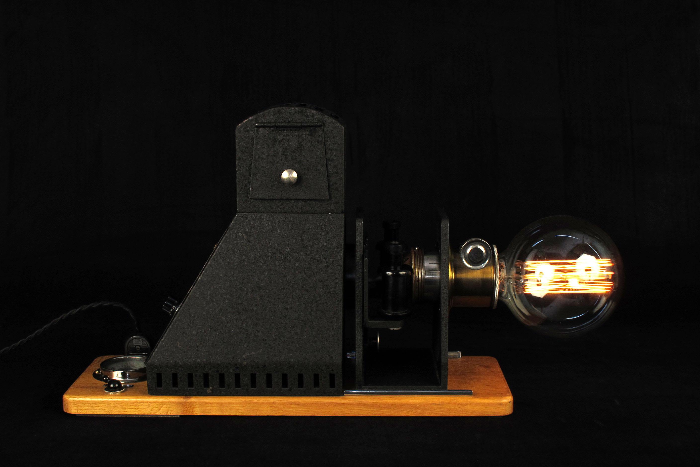 ancien projecteur vers 1940 mis en lumi re old school bazaar. Black Bedroom Furniture Sets. Home Design Ideas