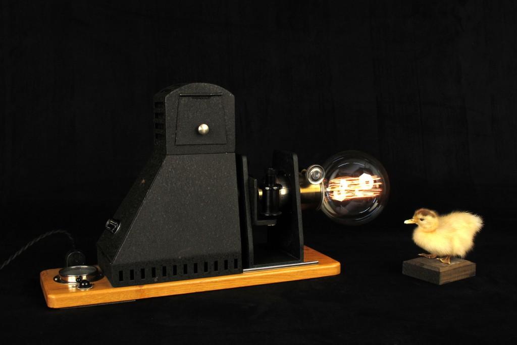 lampe-tractor-creation-luminaire-unique-decoration-esprit-steampunk-loft-industriel-ancien-projecteur-mis-en-lumi7re-old-school-bazaar-10
