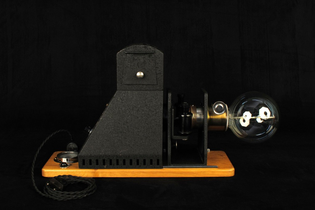 lampe-tractor-creation-luminaire-unique-decoration-esprit-steampunk-loft-industriel-ancien-projecteur-mis-en-lumi7re-old-school-bazaar-11