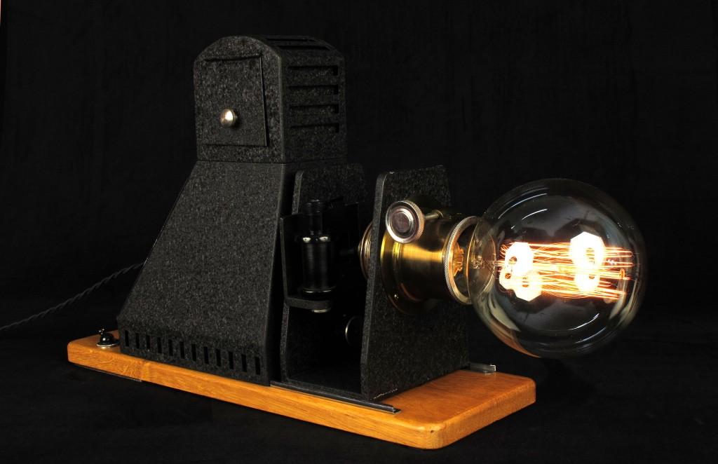 lampe-tractor-creation-luminaire-unique-decoration-esprit-steampunk-loft-industriel-ancien-projecteur-mis-en-lumi7re-old-school-bazaar-5