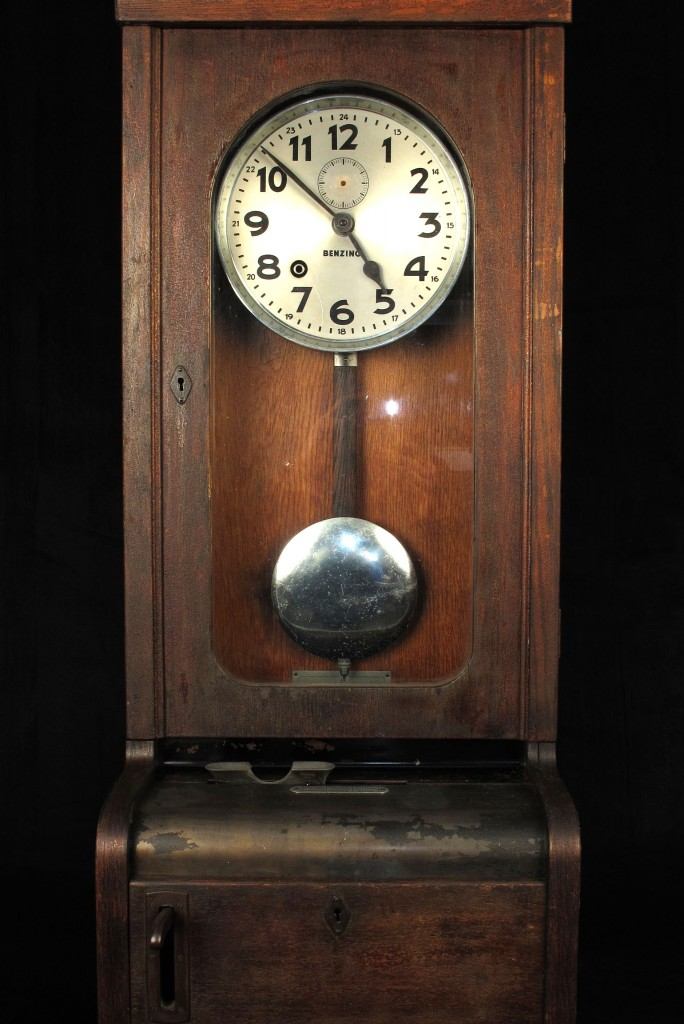 pointeur-industrielle-horloge-ancienne-decoration-loft-antiquites-decalees-old-school-bazaar-2