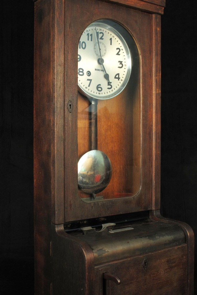 pointeur-industrielle-horloge-ancienne-decoration-loft-antiquites-decalees-old-school-bazaar-7