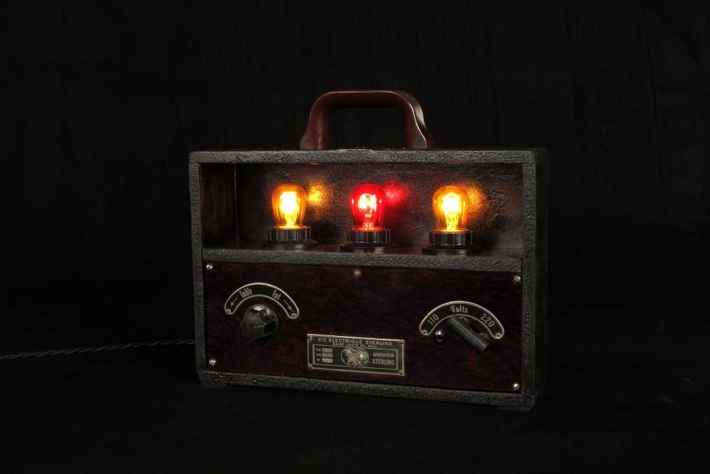 lampe-unique-objet-de-medecine-ancien-mise-en-lumiere-electrotherapie-luminaire-creation-old-school-bazaar-1
