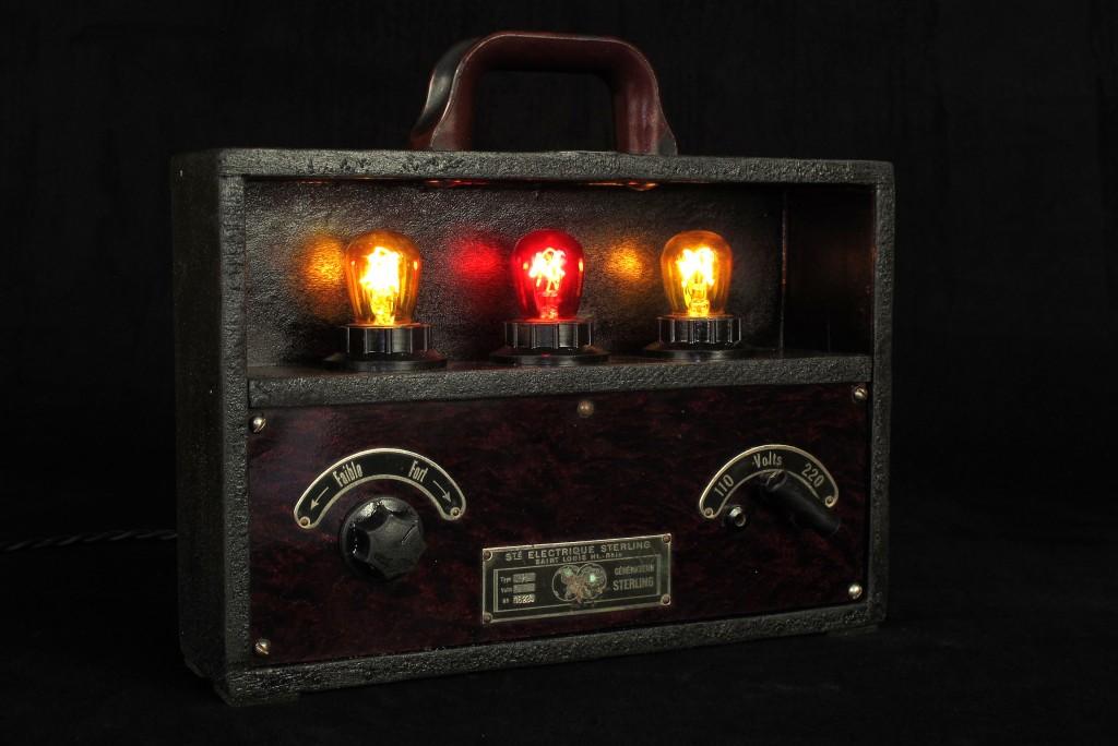 lampe-unique-objet-de-medecine-ancien-mise-en-lumiere-electrotherapie-luminaire-creation-old-school-bazaar-2