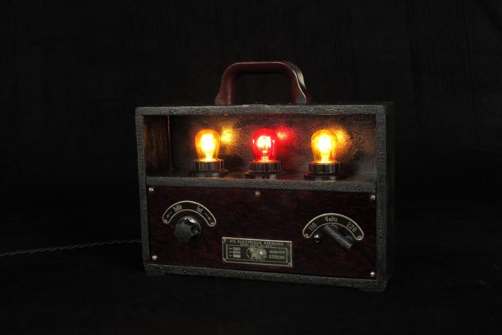 lampe-unique-objet-de-medecine-ancien-mise-en-lumiere-electrotherapie-luminaire-creation-old-school-bazaar-3