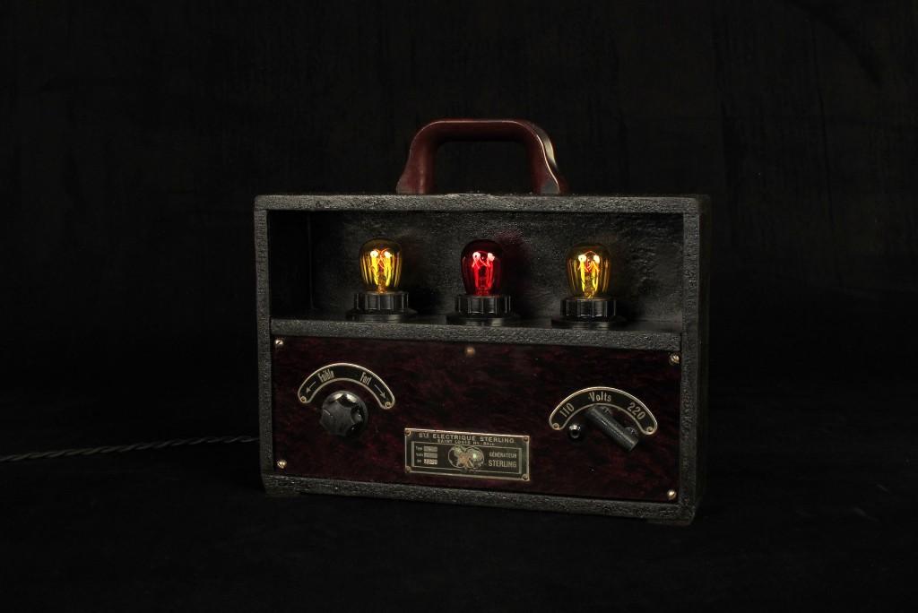 lampe-unique-objet-de-medecine-ancien-mise-en-lumiere-electrotherapie-luminaire-creation-old-school-bazaar-4