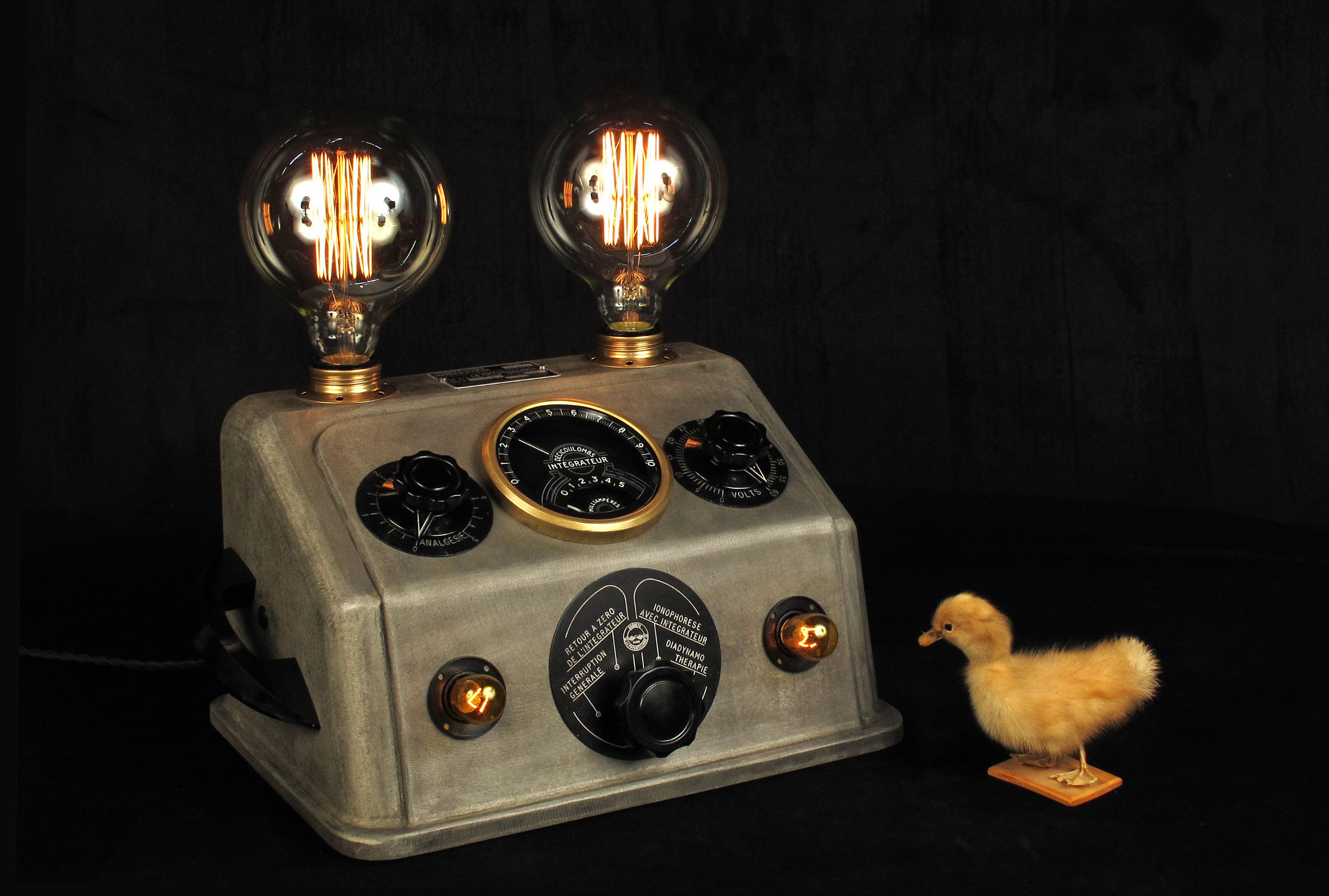 lampe tractor creation unique appareil dentiste ancien art deco upcycling steampunk lamp. Black Bedroom Furniture Sets. Home Design Ideas