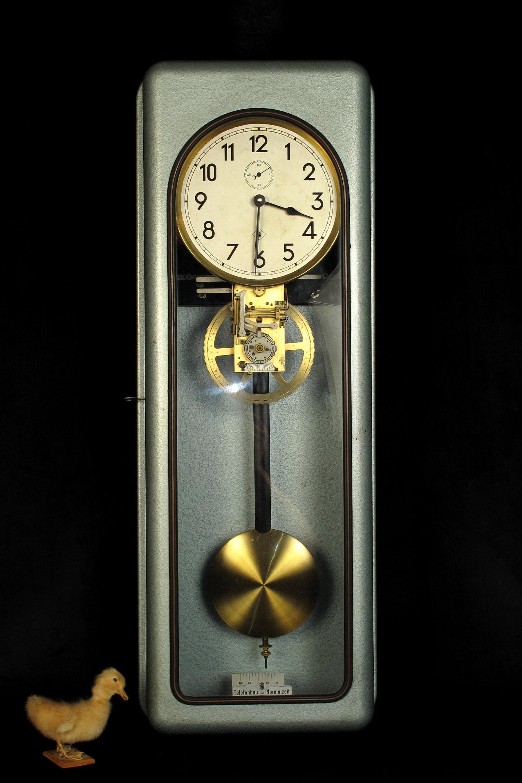 ancienne et grande horloge industrielle telenorma vers 1940 old school bazaar. Black Bedroom Furniture Sets. Home Design Ideas