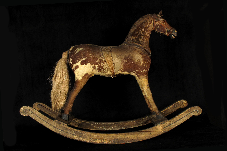 superbe vestige de cheval bascule vers 1850 old school bazaar. Black Bedroom Furniture Sets. Home Design Ideas